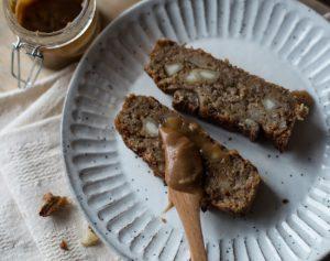 caramel macadamia banana bread